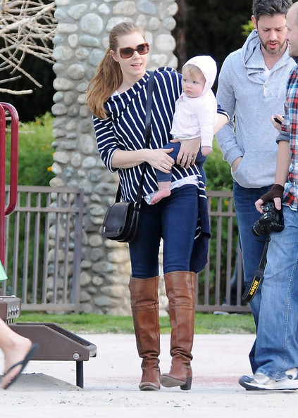 Amy+Adams+Family+Playing+Coldwater+Park+AiXht6jVd4ul