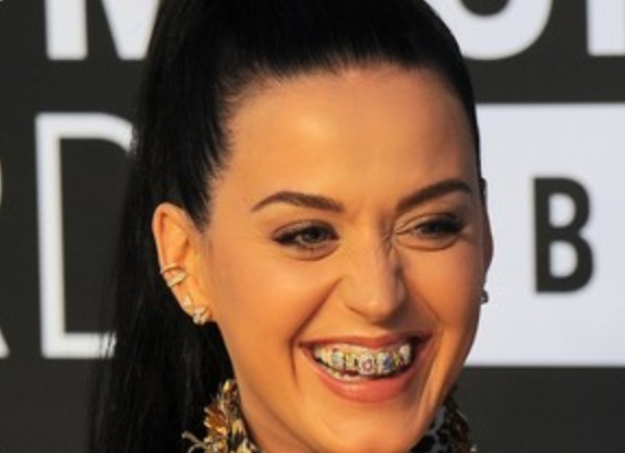 Katy-Perry-Dentes-Diamante