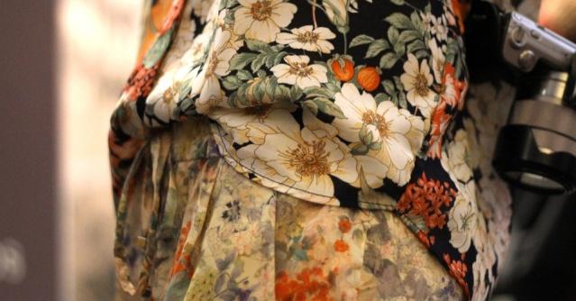 detalhe-do-mix-de-estampas-florais-da-blusa-e-calca-zara-de-duda-maia-1337871218982_956x500